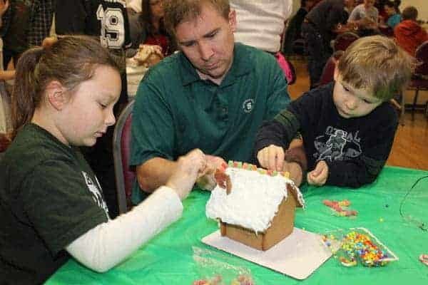 hometown-holiday-gingerbread-house-1
