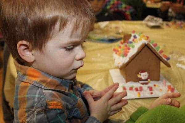 hometown-holiday-gingerbread-house-2